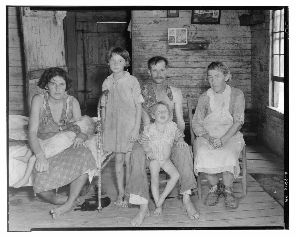 Walker Evans: Sharecropper Bud Fields and his family at home
